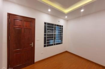 GĐ cần bán nhà tại ngõ 50 Võng Thị, Tây Hồ, MT 4m, 35m2x5T, cách Hồ Tây 100m, sổ đỏ CC, 0982568565