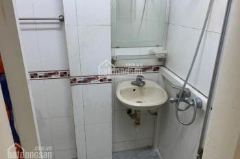 Bán căn hộ tập thể tầng 2 phố Nguyễn Khuyến ở luôn DT 65m2, 2PN giá 2.35 tỷ. 0916617739