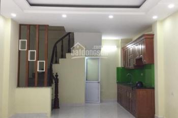 Cho thuê nhà mặt phố Đặng Tiến Đông, DT: 50m2 x 4T, MT rộng: 7m, giá chỉ: 25tr/th. LH: 0339529298