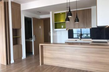Cho thuê căn hộ cao cấp Republic 1 phòng ngủ, có nội thất, tầng trung view sân bay (0939.984.682)