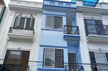 Bán nhà 3 tầng 36m2 gần chợ La Phù, ô tô đỗ cửa giá 1 tỷ 6, LH 0966489199