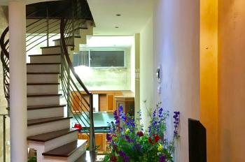 Nhà mới xây dựng đẹp Phạm Ngọc Thạch, DT: 50m2 x 5 tầng, MT: 4m, giá 25 triệu/tháng. LH 0986476350