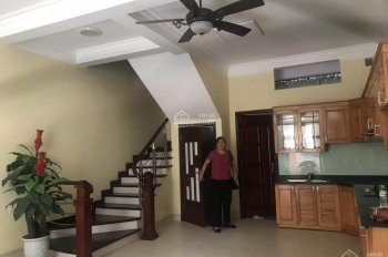 Cho thuê nhà riêng tại ngõ 355 Xuân Đỉnh 5 tầng 4PN, 1 phòng Khách, 1 tầng bếp giá 12tr. 0388428982