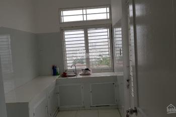 Chính chủ bán căn hộ 312 Lạc Long Quân, S: 68m, có sổ hồng giá 1.9 tỉ, tặng nội thất. 0936 322 077.