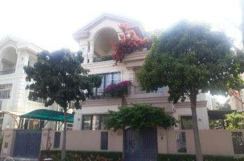 Cần bán căn biệt thự Nam Viên ngay trung tâm Phú Mỹ Hưng, tặng lại toàn bộ nội thất. LH 0909845948