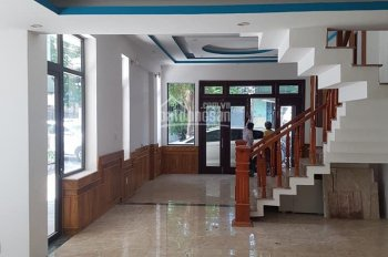 Bán nhà 3 tầng mặt tiền Tôn Đản, bên hông kẹp kiệt thông thoáng, thích hợp vừa ở vừa kinh doanh