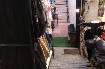 Sang nhượng cửa hàng mặt phố Nguyễn Trãi, nằm giữa Her 25 và 92 Wear 6tr/th