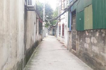 Bán nhà đất Gia Quất tổ 6 Thượng Thanh 50m2 đông tứ trạch ngõ 2m có nhà cấp 4, giá 1,95 tỷ