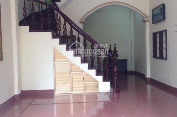 Cho thuê nhà ngõ 67 Thái Thịnh, diện tích 50m2 x 4 tầng, ngõ ô tô, giá 14 tr/th, LH 0943154291