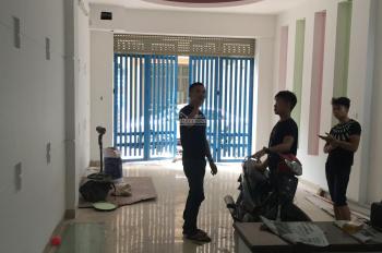 Cho thuê nhà ngõ 10 Nguyễn Thị Định gần đầu Trần Duy Hưng. Diện tích 60m2 x 4 tầng, ngõ ô tô đỗ cửa