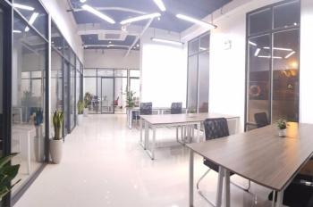 Văn phòng 35-40m2 vừa và lớn. Đã sẵn nhiều phòng không phải lo đầu tư điện điều hòa, view hồ bơi