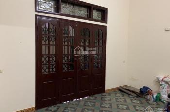 Cho thuê nhà trong ngõ 82 phố Yên Lãng, diện tích 45m2 x 4 tầng, ngõ ô tô qua lại, giá 12 tr/tháng