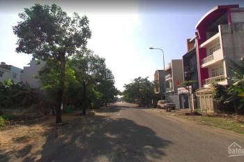 Bán nhà 1 trệt 3 lầu, mặt tiền đường D5, KDC Nam Long, Phước Long B, Q9, 8.8 tỷ