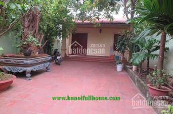Cho thuê nhà vườn phố Đặng Thai Mai, 3 phòng ngủ, vị trí cực đẹp, ô tô đỗ trong sân