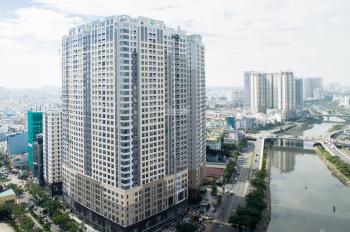 Saigon Royal cho thuê căn hộ hoàn thiện cơ bản, 2 phòng ngủ, giá tốt.
