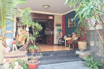Tôi cần bán gấp biệt thự đường Trương Văn Hải , quận 9, 322 m2 giá 6,8 tỷ , sổ riêng 0911.88.5397