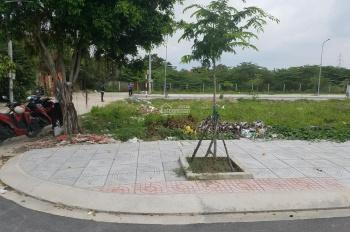 Bán gấp lô góc 2 mặt tiền, đường Nguyễn Văn Quá hẻm xe hơi, giá 42tr/m2, LH 0939 838 633