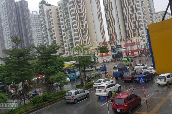 Bán nhà mặt phố Trần Kim Xuyến, DT 85m2, 5 tầng, MT 5.5m, khu vực kinh doanh quá tốt. Giá 29 tỷ TL