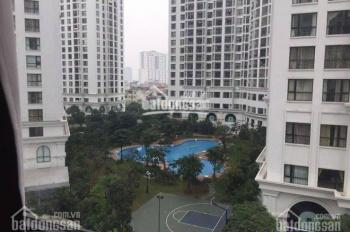 Cho thuê gấp CH Royal City, căn góc 181m2, 3 PN, đồ cơ bản, hướng mát, view bể bơi. LH: 0886466406