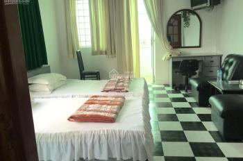 Phòng rộng 30m2, full nội thất, có thể bố trí được giường tầng ở được tới 8 người, giờ tự do