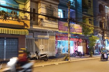Cho thuê nhà đường Hồ Văn Huê, Quận Phú Nhuận - DT: 5x18m, trệt, 2 lầu, sân thượng