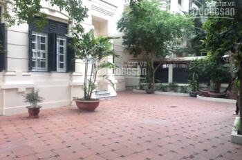 Cho thuê biệt thự cực rộng tại Kim Mã, DT: 200m x 4T, 3 mặt tiền rộng 40m.Giá: 90tr.LH: 0339529298