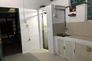 Nhà ở quận Tân Phú, rộng rãi, sạch sẽ, thoáng mát