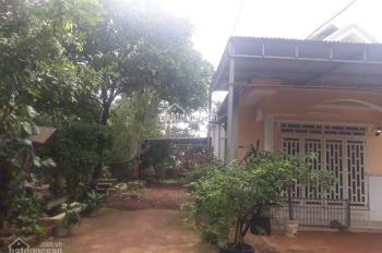 Định cư nước ngoài nên bán lại mảnh vườn mặt tiền có sẵn căn nhà đẹp, giá rẻ