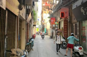 Cho thuê cửa hàng phố Tôn Đức Thắng DT 26m2x4m riêng biệt giá 6.5 tr/th. LH: 0916617739.