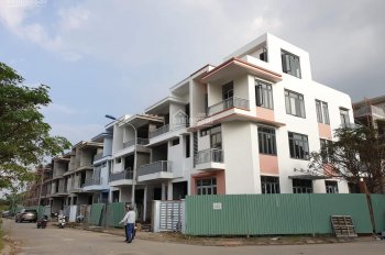 Bán biệt thự rộng 160m2, xây 1 trệt 2 lầu sân thượng, Long Trường, Q9, giá rẻ, LH: 0912732739