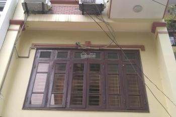 Cho thuê nhà mặt ngõ 106, đường Hoàng Quốc Việt, nhà đẹp, ô tô đỗ cửa DT 65m2 x 4T, giá 17 triệu/th