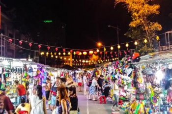Chính chủ cần cho thuê quầy tại chợ Đêm thuộc khu Tttp nhiều khách nước ngoài tiện KD. LH-090392779