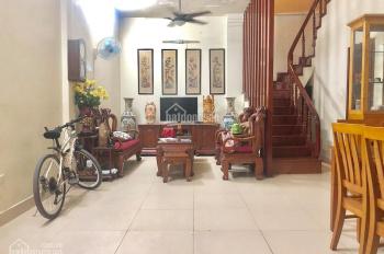 Bán nhà siêu đẹp phố Hoa Bằng 5 tầng, 6 phòng cho thuê xách vali tới ở luôn, giá 3,3 tỷ.