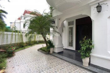 Cho thuê biệt thự góc sân vườn , siêu đẹp, đẳng cấp tại Ciputra,300m2,  4 phòng ngủ.LH: 0904481319