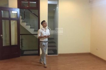 Nhà riêng mặt phố Mai Anh Tuấn (hồ Hoàng Cầu) tiện kinh doanh, văn phòng, cửa hàng 18tr/th