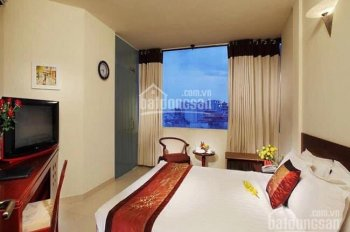 Cho thuê khách sạn 40P, 11 tầng, 7x20, thuê gấp 30K, Ms. Christine 0909 627 329