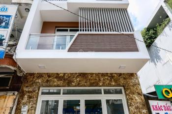 Gia đình tôi cần bán gấp căn nhà 3 tầng mới xây, sổ hồng, đã hoàn công, 68m2, ôtô đậu trong nhà