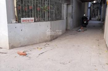 Gia đình cần bán gấp đất tại Trung Hòa. Diện tích: 80m2, mặt tiền: 7,6m, LHCC: 0984839389