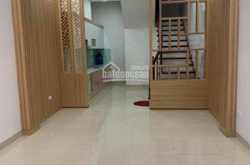 Chính chủ bán nhà riêng Văn Cao, 40m2 x 5 tầng 4.5 tỷ ngõ thông cách mặt phố 15m LH 0904.556.956