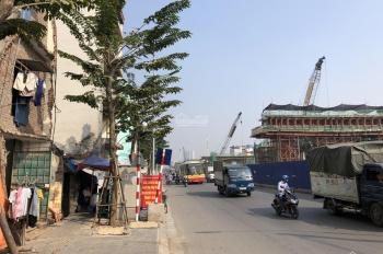 Cần bán gấp nhà mặt phố chính Phạm Văn Đồng, Hà Nội, giá 129tr/m2