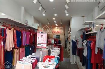 Cần sang nhượng cửa hàng ở đường Láng gần ngã 3 Chùa Láng - mặt tiền 5M.