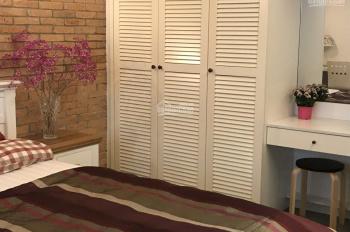 Định cư Mỹ cần bán gấp căn nhà đường Nguyễn Gia Trí(D2 cũ) phường 25. DT: 160m2, 3 lầu, giá hấp dẫn