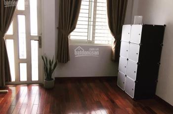 Phòng ban công & cửa sổ. Full nội thất ngay Cách Mạng Tháng 8, Quận 3 gần chợ Hòa Hưng