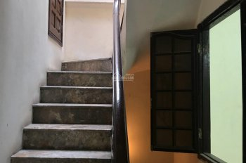 Cho thuê nhà riêng tại đường Trung Kính giao Mạc Thái Tổ làm văn phòng, cửa hàng KD Online 18 tr/th