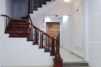 Căn nhà rộng 50m2 x 4 tầng trong ngõ 59 Hoàng Cầu cần cho thuê lâu dài, ngõ rộng ô tô, giá 15 tr/th