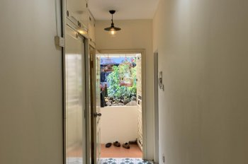Cho thuê căn hộ tập thể B3 đẹp đủ đồ gần ĐHY Hà nội. Diện tích 50m2, ban công hướng Nam