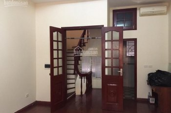 Chính chủ bán nhà ngõ 109 Quan Nhân, Nhân Chính, Dt sổ đỏ 30m2 xây 5 tầng, ngõ thông, giá 3.1 tỷ