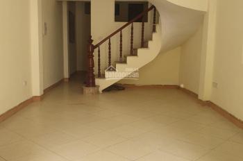 Cho thuê nhà nguyên căn 3.5 tầng x 60m2, 4 phòng ngủ, kinh doanh sầm uất giá chỉ 11 tr/th. Ảnh thật