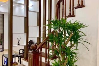 Tôi bán nhà phố Nguyễn Khánh Toàn, DT 45m2 x 5 tầng, MT 4,5m, lô góc KD, giá 5.68 tỷ - 0832.108.756