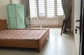 Cho thuê phòng 20m2 trong nhà 5 tầng ngõ 25 Vũ Ngọc Phan, Đống Đa giá 3,2 tr/th đủ đồ